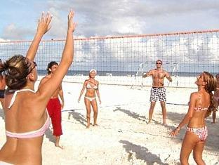 adaaran club rannalhi resort maldives - volleyball on the beach
