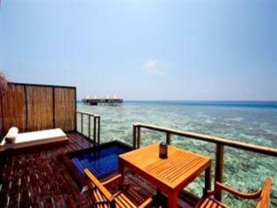 adaaran prestige vadoo resort maldives - balcony terrace