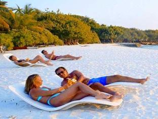 adaaran select hudhuranfushi resort maldives - beach