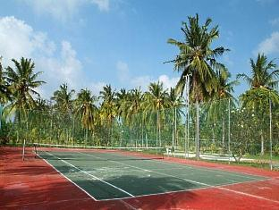 adaaran select hudhuranfushi resort maldives - tennis court
