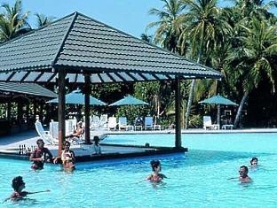 adaaran select meedhupparu resort maldives - swim up bar