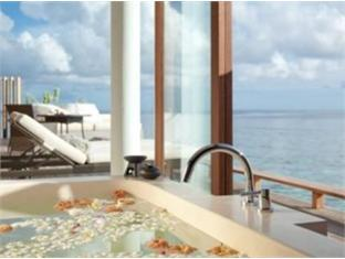 alila villas hadahaa resort maldives - park villa water bathroom