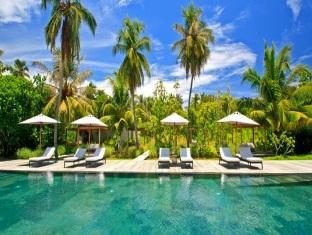 alila villas hadahaa resort maldives -spa swimming pool