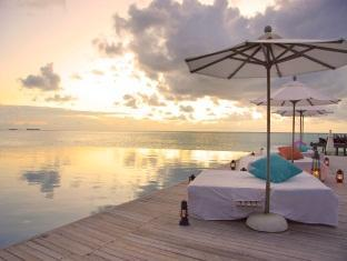 anantara dhigu maldives resort - swimming pool