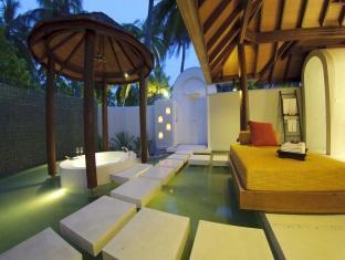 anantara kihavah villas maldives resort - bathroom in beach villa