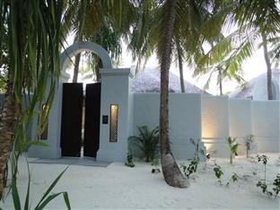 anantara kihavah villas maldives resort - beach pool villa exterior