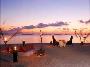 anantara kihavah villas maldives resort - dining by design