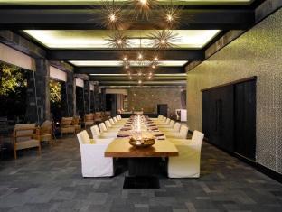 anantara kihavah villas maldives resort - manzaru restaurant