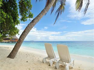 bandos island resort maldives - beach
