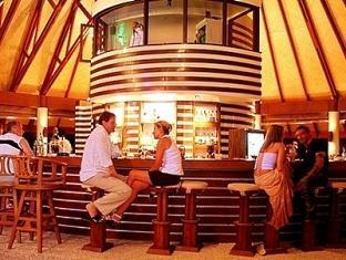 bandos island resort maldives - sand bar