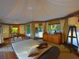 banyan tree madivaru resort maldives - guest room living area