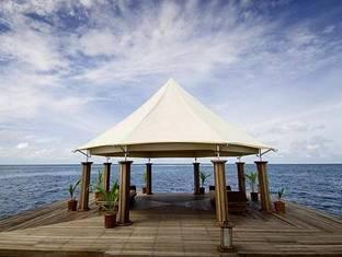 banyan tree madivaru resort maldives - jetty