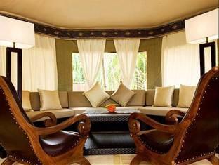 banyan tree madivaru resort maldives - pub lounge