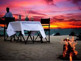 banyan tree madivaru resort maldives - sand bank dining
