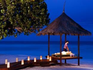 banyan tree vabbinfaru resort maldives - outdoor massage