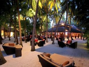 baros maldives resort - sails bar