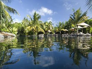beach house waldorf astoria resort maldives - amazon pool