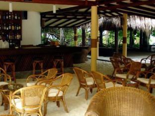 biyadhoo island resort maldives resort - resort pub lounge