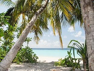 centara grand island resort maldives - beach