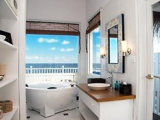 centara grand island resort maldives - deluxe family water villa bathroom