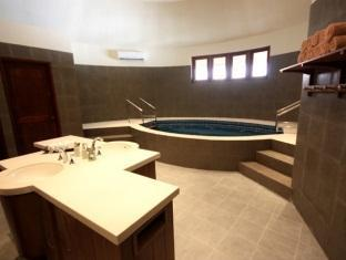 centara grand island resort maldives - maldives spa