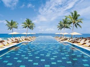 centara grand island resort maldives - swimming pool