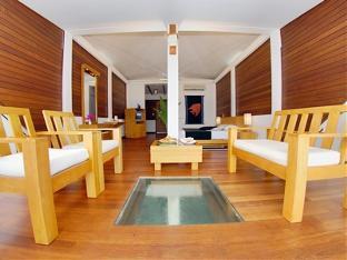 chaaya lagoon hakuraahuraa resort maldives - water bangalow livingroom