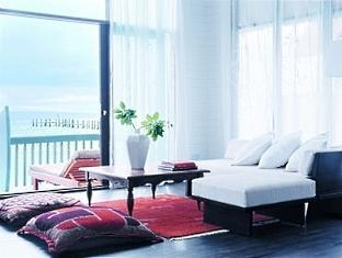 cocoa island resort maldives - dhoni loft suite livingroom