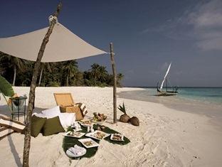 coco palm dhunikolhu resort maldives -embhudoo excursion