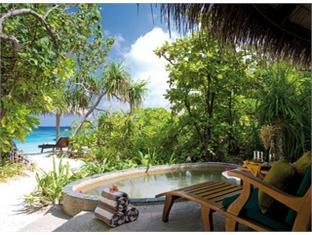 coco palm dhunikolhuresort maldives -guest room