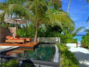 constance halaveli resort maldives - beach villa pool