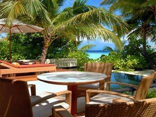 constance halaveli resort maldives - beach villa terrace