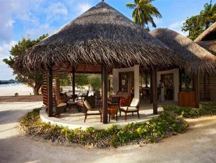 constance halaveli resort maldives - entrance