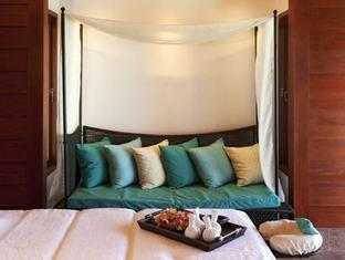constance halaveli resort maldives - spa treatment room