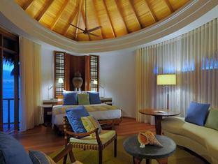 constance halaveli resort maldives - water villa bedroom