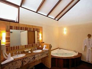 filitheyo island resort maldives - bathroom