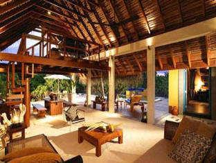four seasons maldives landaa giravaru resort - hotel interior