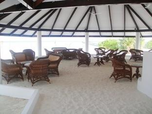 fun island resort maldives - bar seating