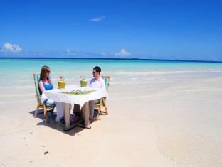 fun island resort maldives - beach dining