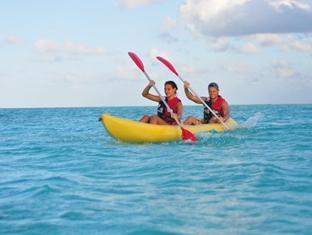 fun island resort maldives - canoeing