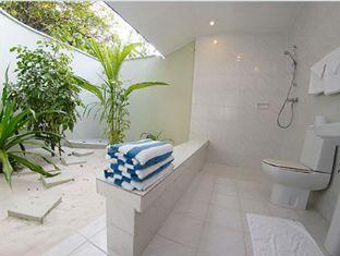 helengeli island resort maldives - beachvilla bathroom