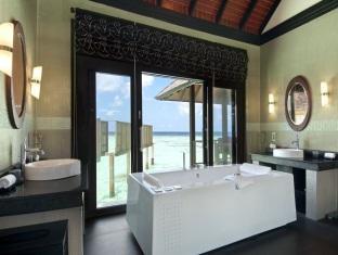 hilton maldives iru fushi resort maldives-2 bedroom aqua retreat bathroom