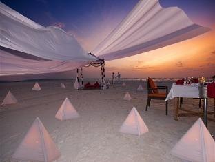 hilton maldives iru fushi resort maldives - beach dining