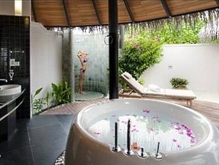 hilton maldives iru fushi resort maldives - beach villa bathroom
