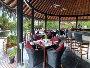 hilton maldives iru fushi resort maldives - fluid bar