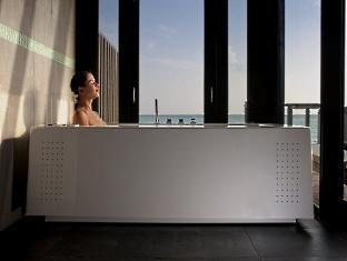 hilton maldives iru fushi resort maldives - horizon water villa bathroom