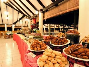 holiday island resort maldives - buffet