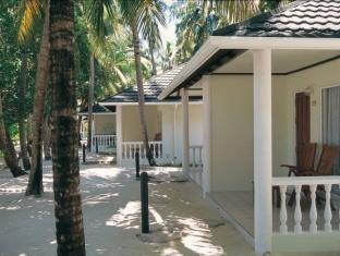 holiday island resort maldives - room outside