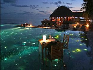 huvafenfushi resort maldives - swimming pool