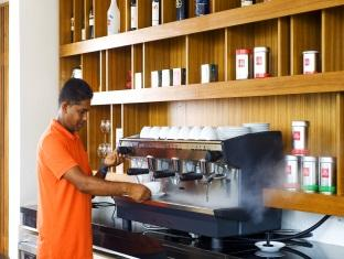 kandooma resort maldives - coffee shop cafe